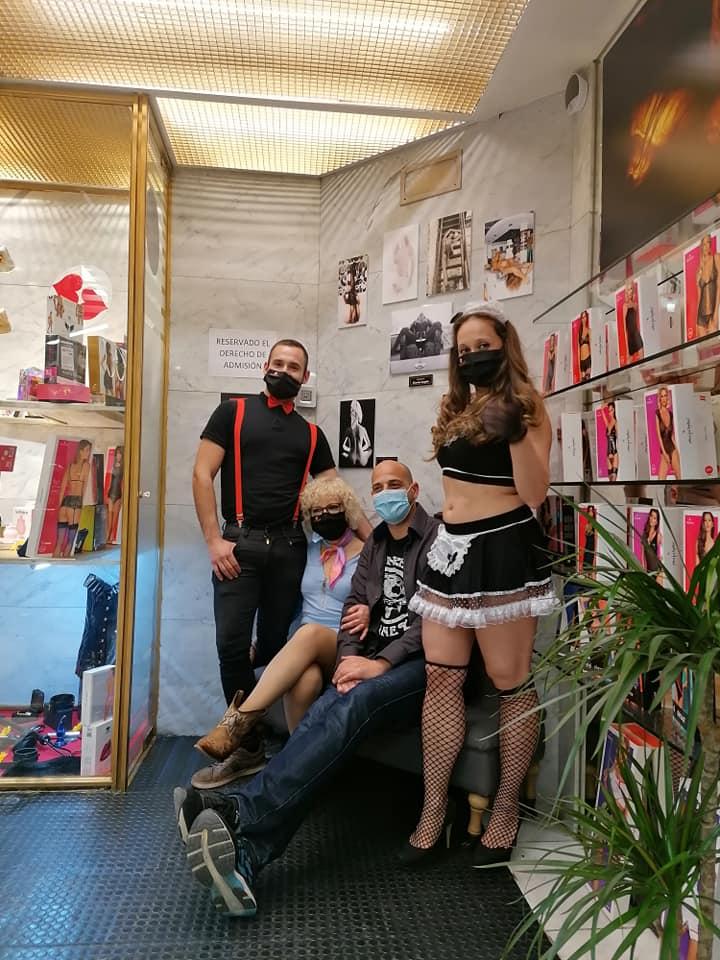 inauguración expo fotos-tienda erótica(2)